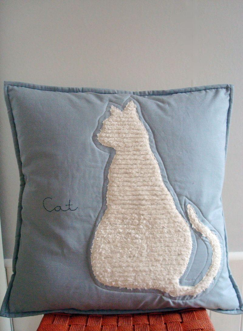 Cat cushion1