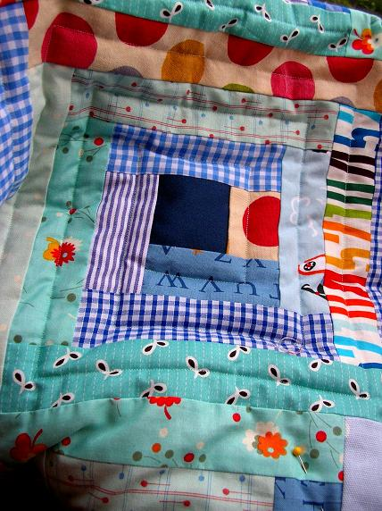 Blue_quilt_close_up
